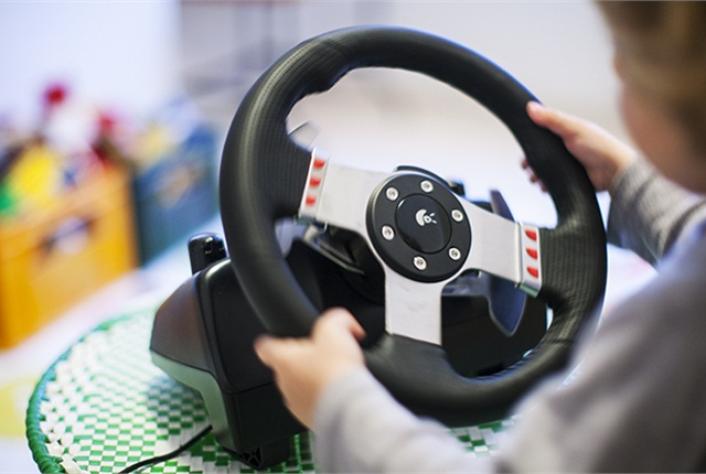 When maneuvering a steering wheel, both children and adults demonstrate a jerkiness that researchers have previously been unable to explain. New research suggests that the jerkiness is due to an innate behavior humans have when reaching for a target with their hand. Photo by Henrik Sandsjö/Chalmers.