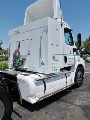 The 40 DGE saddle tank combined with 75 DGE in the cabinet give the truck an operating rage of up to 650 miles.