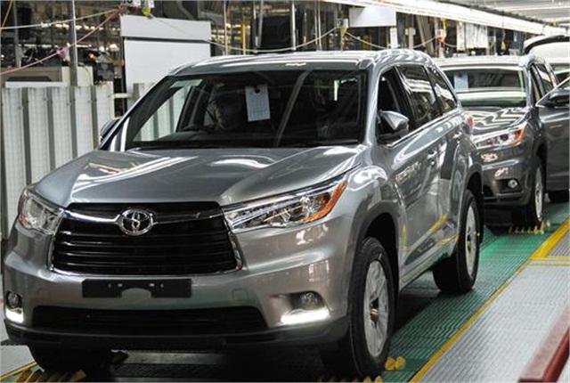 Photo of 2014-MY Toyota Highlander production line courtesy of Toyota.