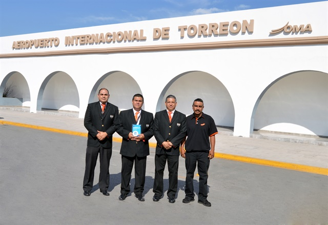 <p><em>The Sixt Mexico team at Torreon Airport holds up its Rentalcars.com award. Photo courtesy of Sixt Mexico</em></p>