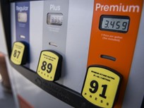 Gasoline Falls for First Week This Year