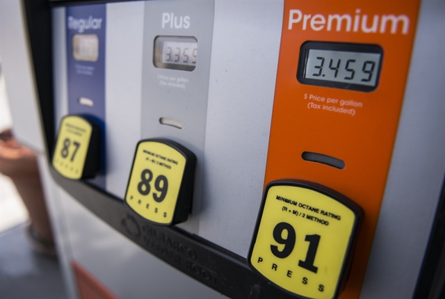 gasoline falls for first week this year top news fuel management top news automotive fleet. Black Bedroom Furniture Sets. Home Design Ideas
