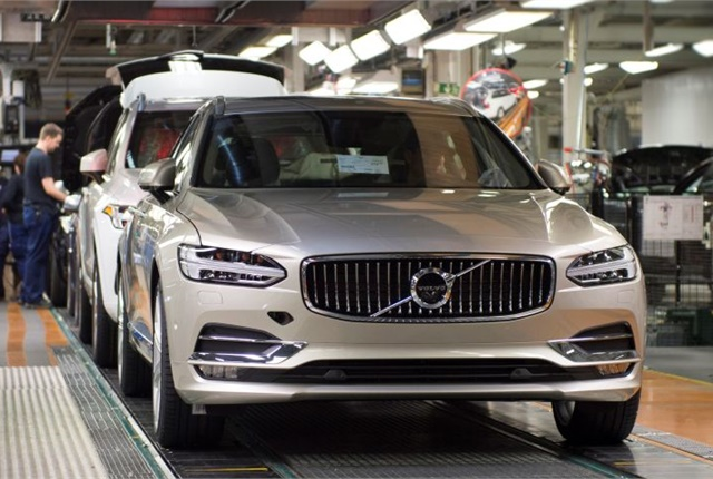 Photo of production of the 2017 V90 Premium estate courtesy of Volvo.
