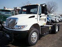 Powers Distributing Adds 15 DuraStar Hybrid Tractor Trucks to Fleet