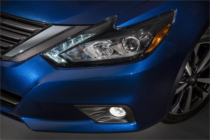 The Altima Gets Led Signature Daytime Running Lights