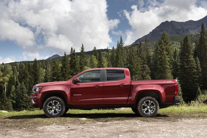 the 2015 colorado marks chevrolet s reentry to the mid size pickup 2015 chevrolet colorado mid. Black Bedroom Furniture Sets. Home Design Ideas