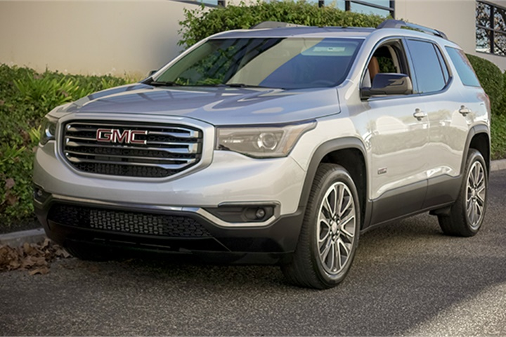 the acadia is a front wheel drive mid size suv with optional all wheel gmc 39 s 2017 acadia. Black Bedroom Furniture Sets. Home Design Ideas