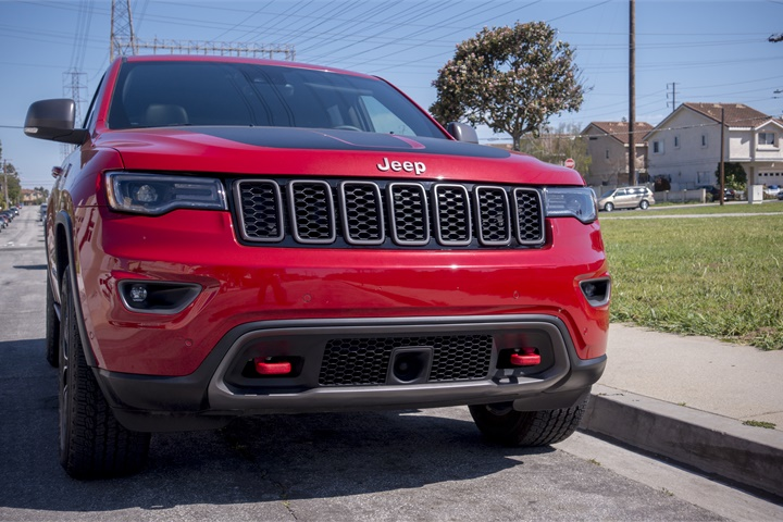 the vehicle includes red tow hooks jeep 39 s 2017 grand cherokee trailhawk photo gallery. Black Bedroom Furniture Sets. Home Design Ideas