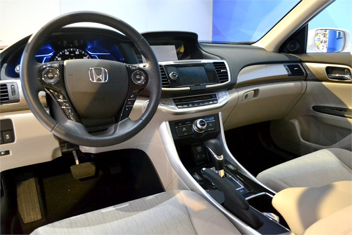 the accord plug in hybrid gets an epa estimated 115 miles. Black Bedroom Furniture Sets. Home Design Ideas