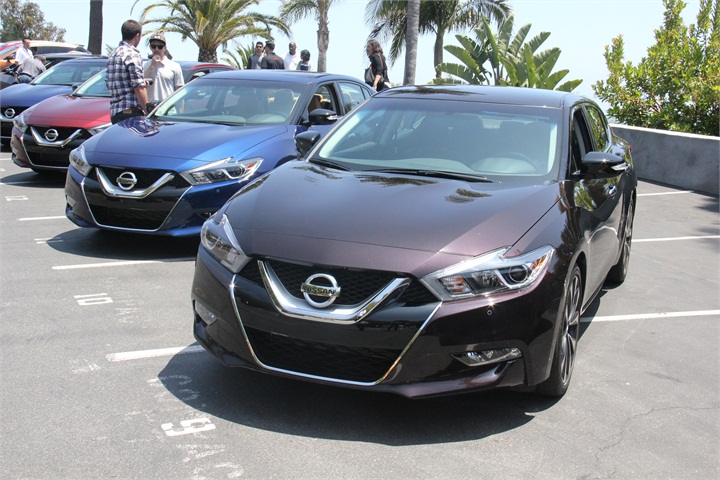the maxima is available in five trim levels 2016 nissan maxima ride and drive photo gallery. Black Bedroom Furniture Sets. Home Design Ideas
