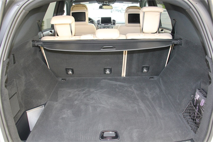 With rear seats in place the gle offers 38 2 cubic feet for 2016 mercedes benz gle300d 4matic