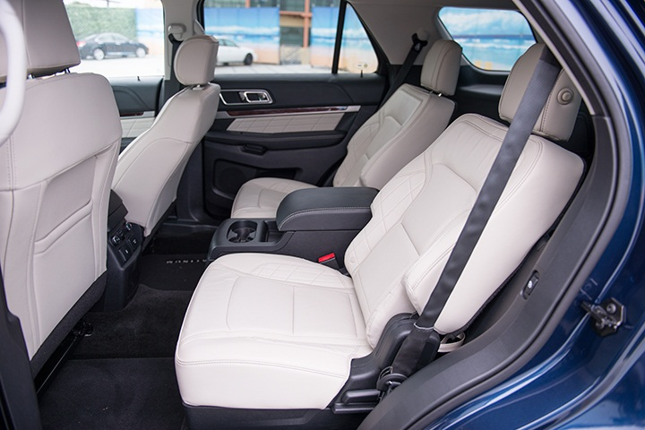 second row bucket seats can be added while bench seating is standard ford 39 s 2016 explorer. Black Bedroom Furniture Sets. Home Design Ideas
