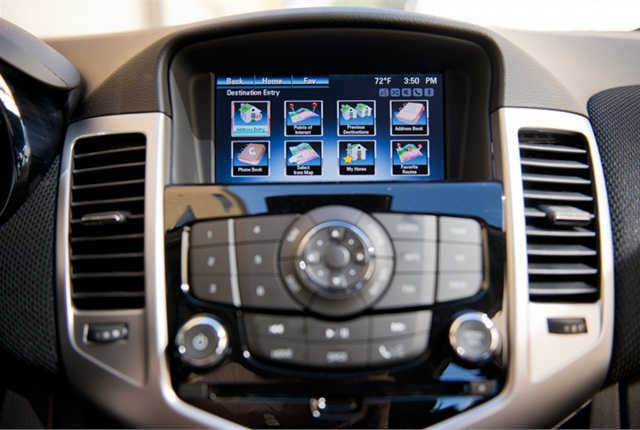 the chevrolet mylink infotainment system displays on a 7 inch screen gm 39 s chevrolet cruze. Black Bedroom Furniture Sets. Home Design Ideas