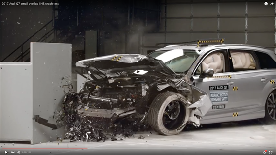 2017 audi q7 iihs crash test videos safety accident. Black Bedroom Furniture Sets. Home Design Ideas