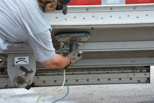 Unlike traditional truck vibrators, the MT-Fast Hopper Trailer Vibrator needs no mounting bracket, so it can be positioned at corners, valleys or other problem areas where material flow tends to stall.